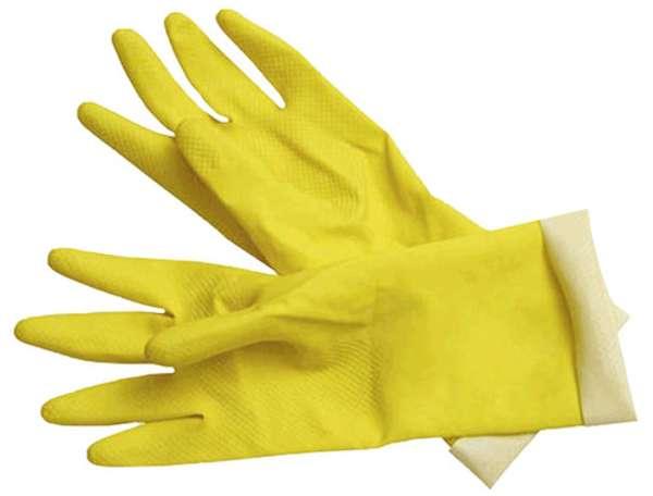 Для нанесения средств от тараканов используйте перчатки