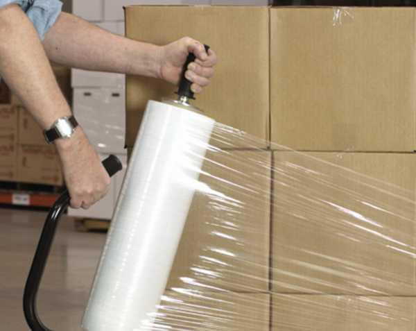 Чтобы клопы не попали в новую квартиру, при переезде упаковывайте коробки пленкой