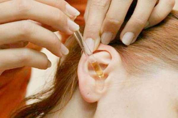 Первая помощь при попадании таракана в ухо