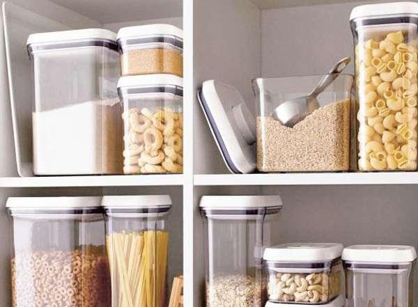 Пищевая моль попадает в квартиру из магазинных круп