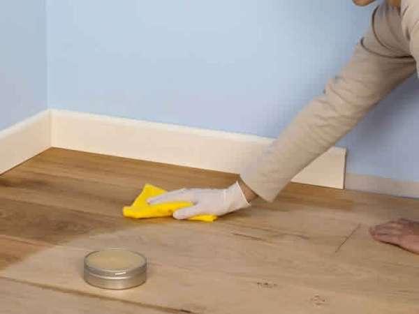 Чтобы предотвратить появление муравьев в доме, мойте полы с уксусом